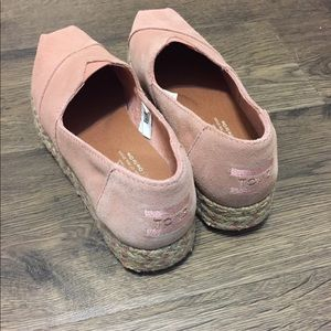 Toms suede platforms like new